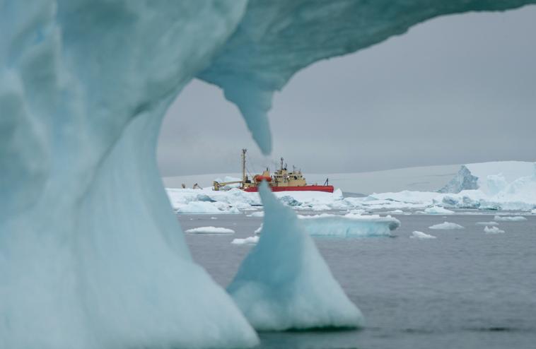 photo of iceberg in the antarctic
